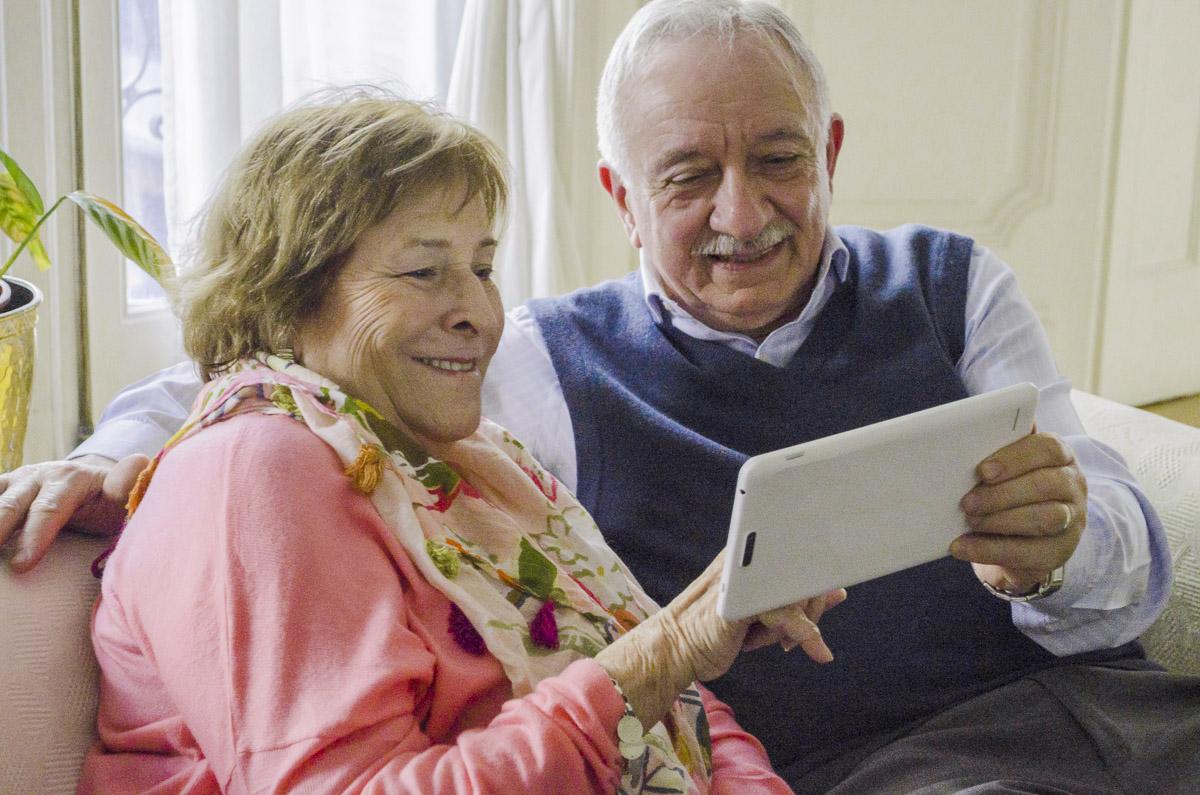 Jubilados, pensionados y retirados del ISSN deben presentar el formulario 572