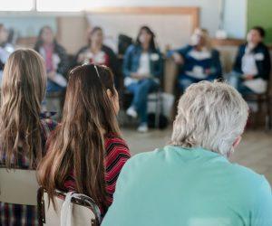 Jubilados docentes cobran la primera cuota de la asignación extraordinaria